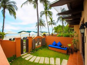 Beachfront Studio Suite Courtyard_640x480